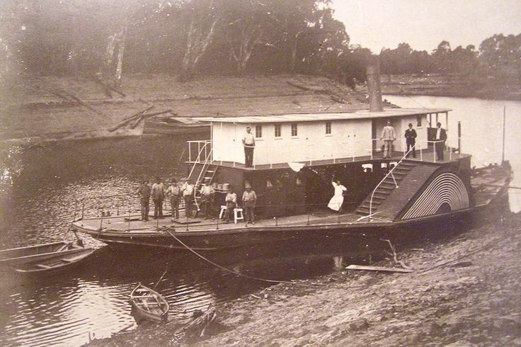 PS Melbourne in her early days, maybe soon after her launch at Koondrook in 1912. She was built by the Victorian Government as a snagging steamer and used for all sorts of tasks along the river, not the least assisting with the building of the Tooleybuc bridge in 1923/4
