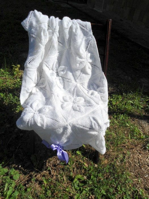 Knitted Baby Blanket, White Flower Baby Blanket, Baby Girl Blanket - Knitting creation by etelina | Knit.Community