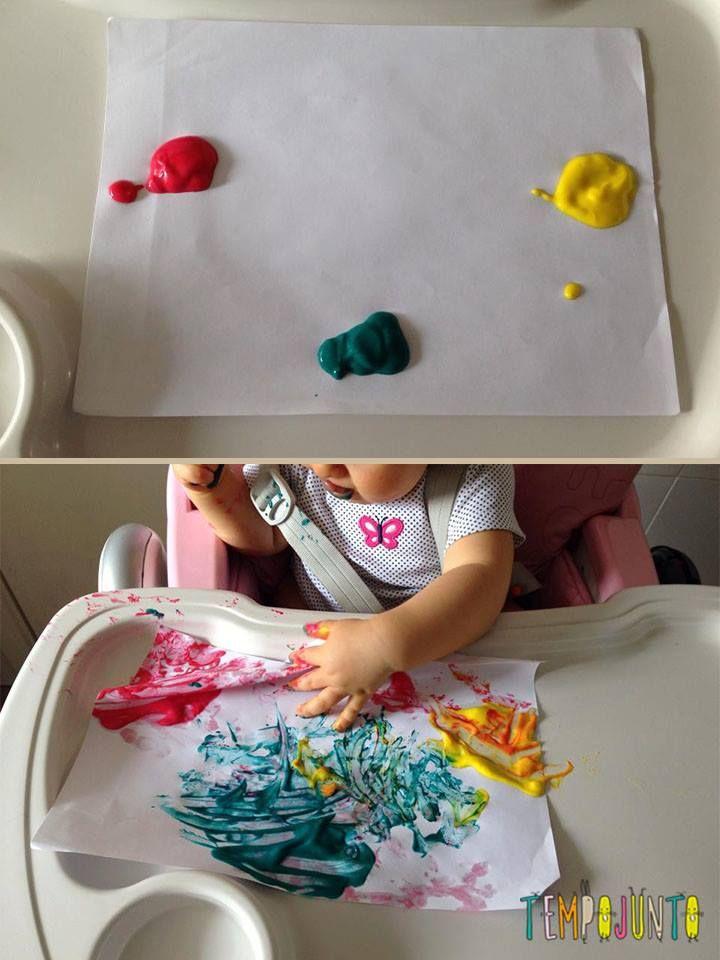 Brincadeiras para irmãos pequenos - pintura no cadeirão com tinta comestível