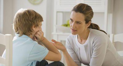 """Viele Kinder werden mit der Zeit resistent gegen das Wort """"nein"""", und vielleicht haben auch Sie schon festgestellt, dass Sie erst zehnmal """"nein"""" sagen müssen, bevor Ihr Kind überhaupt reagiert. Zum Glück gibt es eine Menge Alternativen zu diesem überstrapazierten Kommando"""