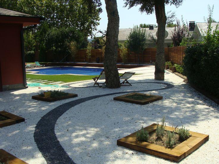 Jardines sin mantenimiento con FixGrav. Grava de color para decorar tu jardín y conseguir que siempre esté perfecto.