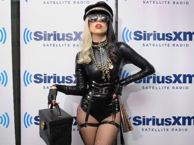 Lady Gaga ha creado una serie de 5 cortometrajes para acompañar a su más reciente sencillo, You and I, en donde sale como Jo Calderone, su alter ego.  El primero se titula: Haus of Ü Featuring Nymph, y fue anunciado a través de Twitter por al excéntrica cantante.