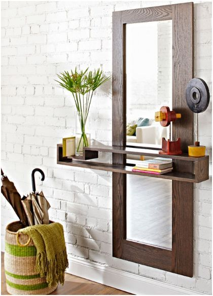 Una gran idea para recibidores pequeños: espejo, estantería y complemento para guardar paraguas y bastones. #deco #recibidor #interiores