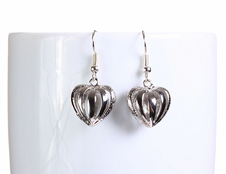 Khalliah Design - Silver hollow heart dangle earrings, $14.75 (http://www.khalliahdesign.com/silver-hollow-heart-dangle-earrings/)