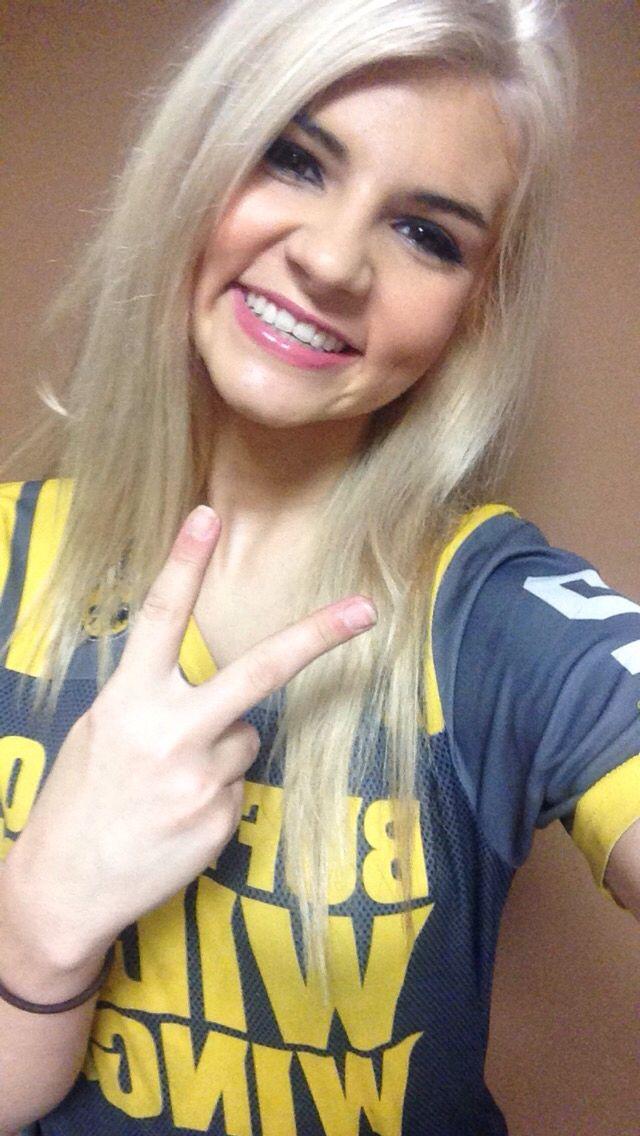#blonde #love #buffalo #wild #wings #bdubs #bww #waitress ...