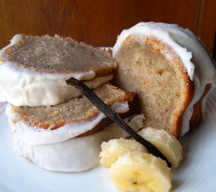 Banana Pound Cake with Vanilla Bean Glaze --- ONE OF THE BEST POUND CAKES EVER. this is a real crowd pleaser and good for any season/holiday :)