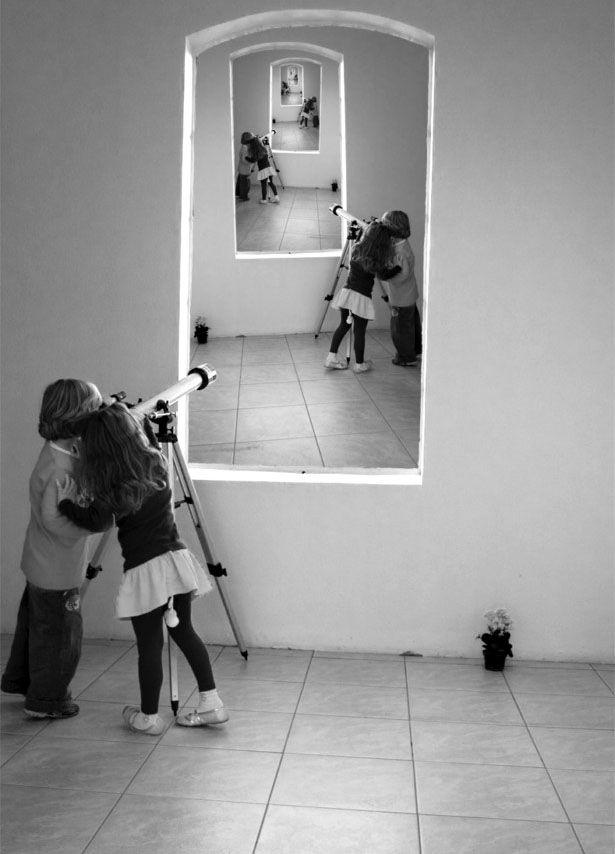 30 Creative Droste Effect Photos done by Adobe Photoshop | Read full article: http://webneel.com/droste-effect | more http://webneel.com/photo-manipulation | Follow us www.pinterest.com/webneel