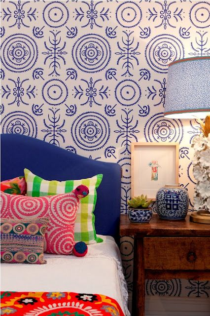 Love the mixture of pattern.  Anna Spiro's wallpaper is amazing.