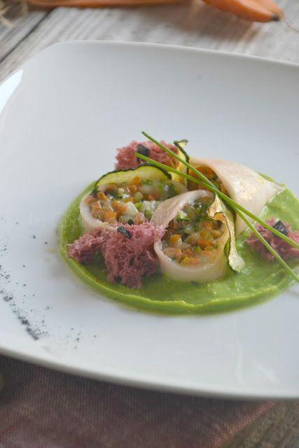 La Cucina di Stagione: Calamari con verdurine all'aglio nero e provola, spugne di rapa rossa su crema di piselli