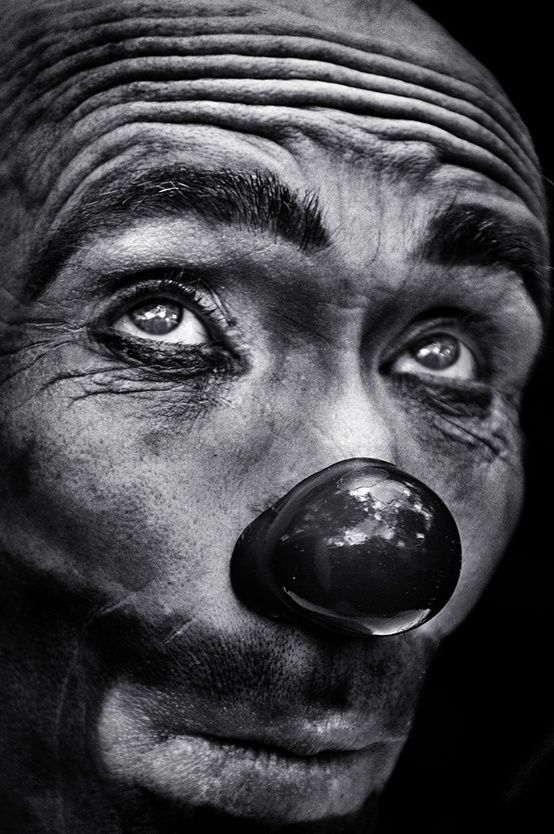 The eyes of the clown - by Camilo Alvarez