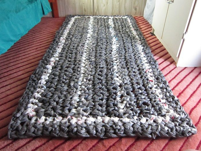 Giant #Plarn #Rug pattern - Use over 500 bags for the project shown, or follow…