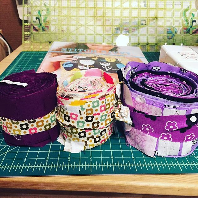 Make your own #jellyroll by cutting fabric with your @sizzix #bigshot and then use scraps to tie them into sets! #DIY #craftstorage #crafts #hobbies #fabric #cotton #quilt #quilting #handmade #patterns @design #fashion #hacks #gabwithgaby #instagood #inspiration