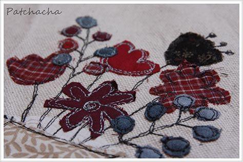 Fleurs appliquées sur du lin, tableau 18x24cm. www.patchacha.fr