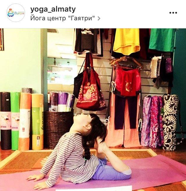 Программа детских классов йоги в Гаятри: направлена  на формирование навыков управления собой  и общее физическое, интеллектуального  и эмоциональное благополучие ребенка. Базируется  на принципах йоги и аюрведы - мощной естественной  системы самовосстановления организма, которая возникла в Индии 5000 лет назад. Программа включает в себя йогу, медитацию,  творческие мастерские с целью привить ребенку здоровый образ жизни, научить детей расслабляться; сосредоточить ум,  чтобы раскрыть свои…