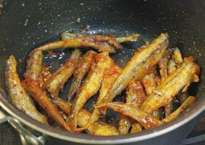 Fried Anchovy with Garlic and Chilli - Cá cơm kho tỏi ớt