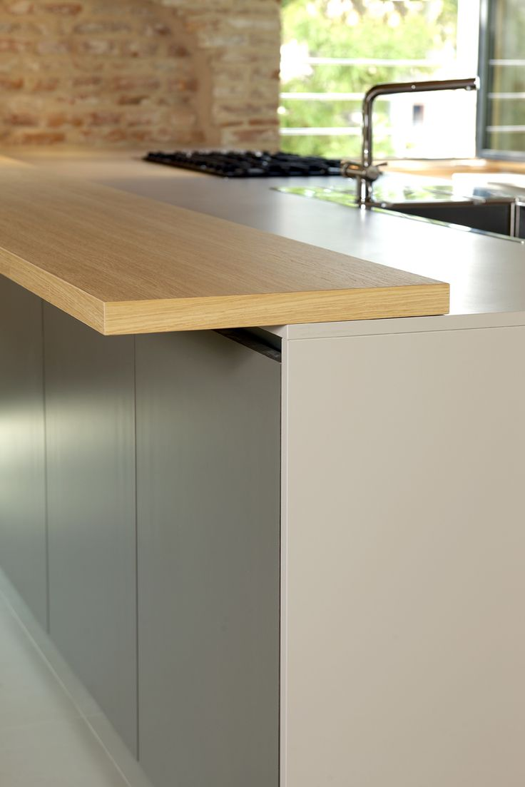 kitchen ECO7 detail of natural oak snack top, that reflects the ceiling beams