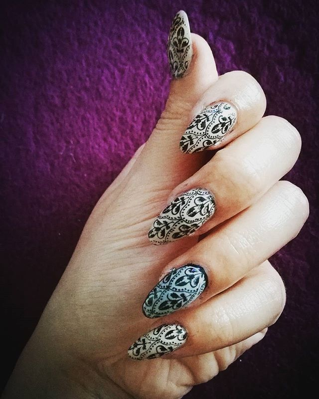 Stemple:) #stamp#nailart#nail#paznokcie#artystycznepaznokcie#paznokciewarszawa#goldenrose#stamping#alistamp