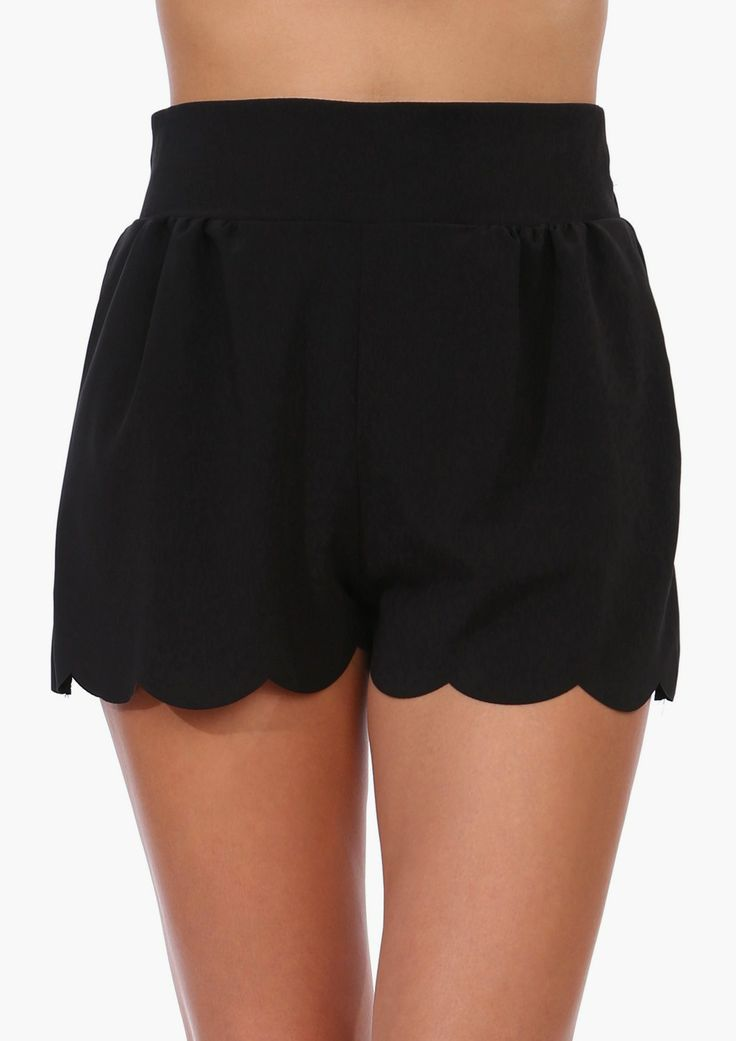 Scallop Shorts |in Black