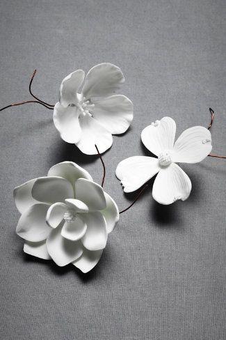 Orecchini fai da te: candido fiore di argilla