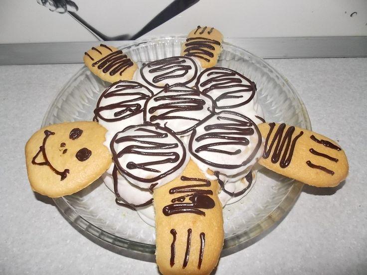 """Торт """"Черепаха"""" http://feedproxy.google.com/~r/anymenu/hMaC/~3/4XohbsIaLdA/  Готовить вкусные и оригинальные торты можно в домашних условиях. К числу таких «домашних» относится торт «Черепаха»."""