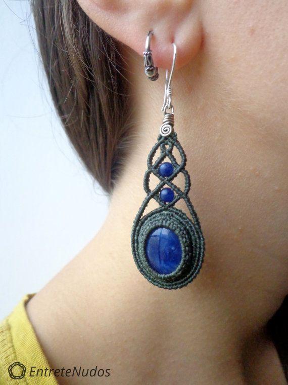 Wonderful long dark green macrame earrings with a por EntreteNudos