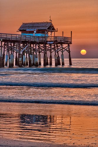 Tiki Bar Sunrise, Cocoa Beach Pier, Cocoa Beach, Florida