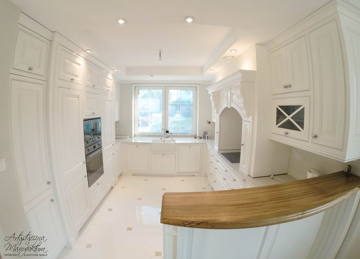 kuchnia angielska klasyczna ze stanowiskiem piecowym, classic white kitchen, custom kitchen cabinets, traditional kitchens, kuchnie angielskie, meble na wymiar - wykonanie Artystyczna Manufaktura