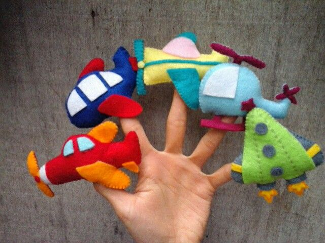 Airplane finger puppet