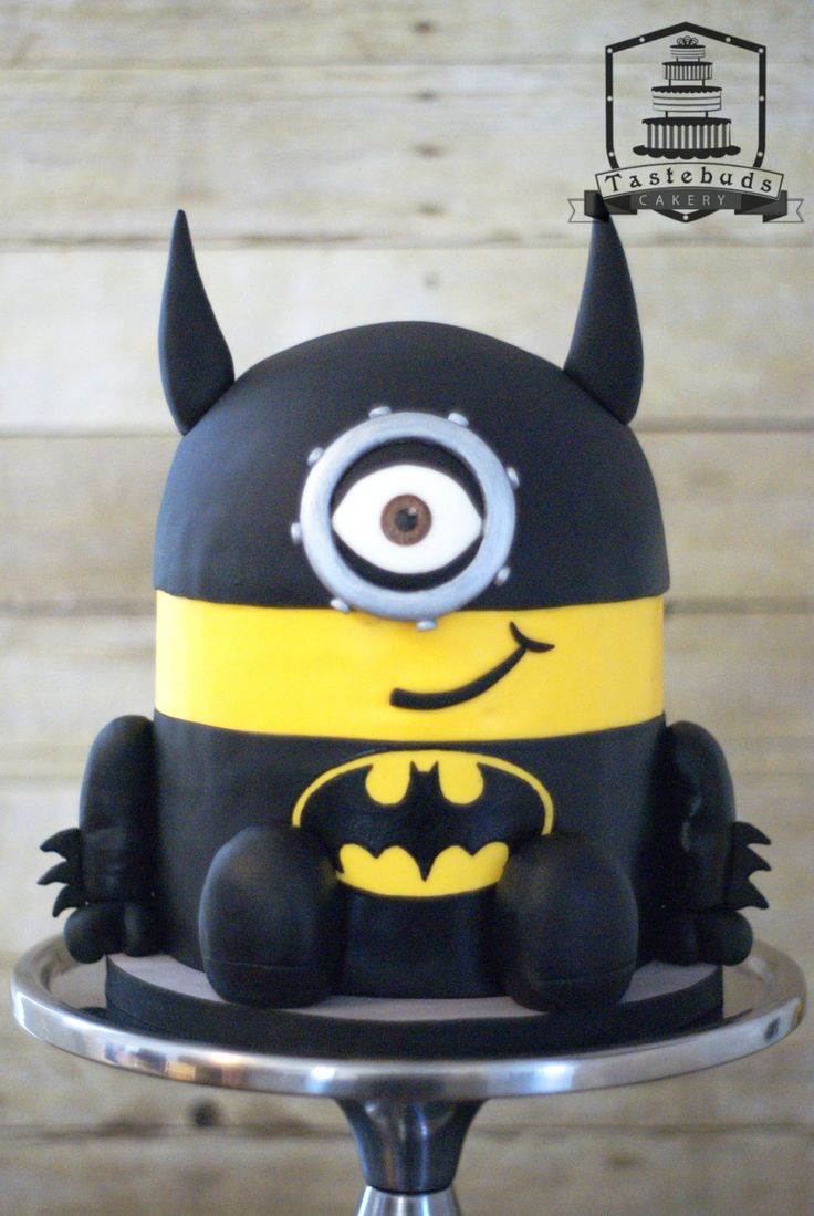 1000 ideas about superman cakes on pinterest batman cakes - Sculpted Batman Minion Cake