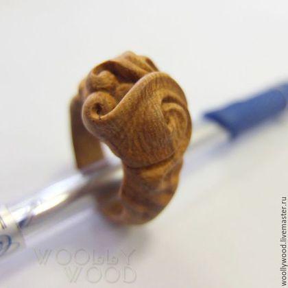 Кольца ручной работы. Кольцо резное из красного дерева. WooIIy Wood  *украшения…