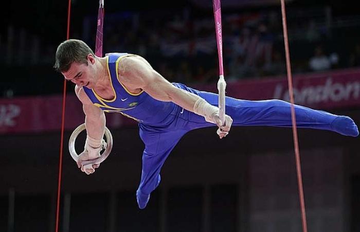 Arthur Zanetti faz história e traz o primeiro ouro brasileiro na ginástica