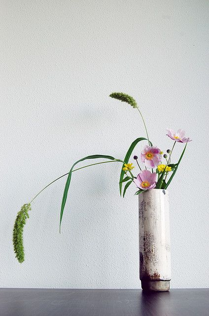 Ikebana 'Raku sprouting field flowers' by Otomodachi, via Flickr