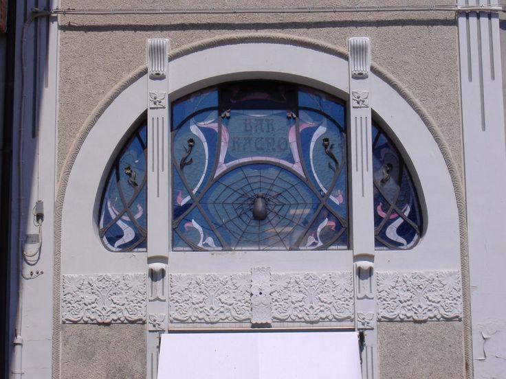 Romagna Liberty. Comacchio con il Bar Ragno e le sue decorazioni Art Nouveau romagnole testimonia un tratto di arte liberty regionale.