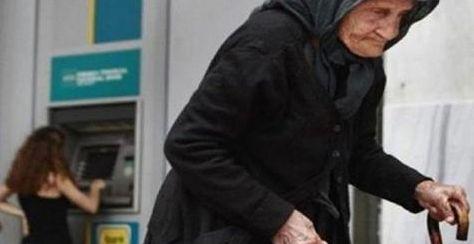 ΧΙΛΙΑ ΜΠΡΑΒΟ ρε μάγκα: Η απελπισμένη γιαγιά μπροστά στο ΑΤΜ στην Κρήτη και η πράξη ανθρωπιάς που συγκλονίζει!