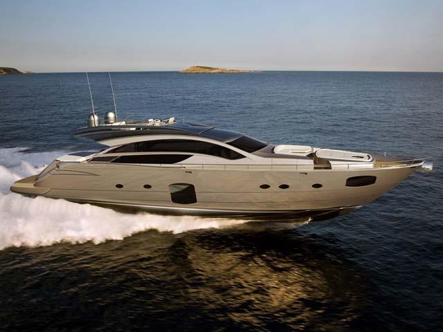 Pershing Yacht 82'