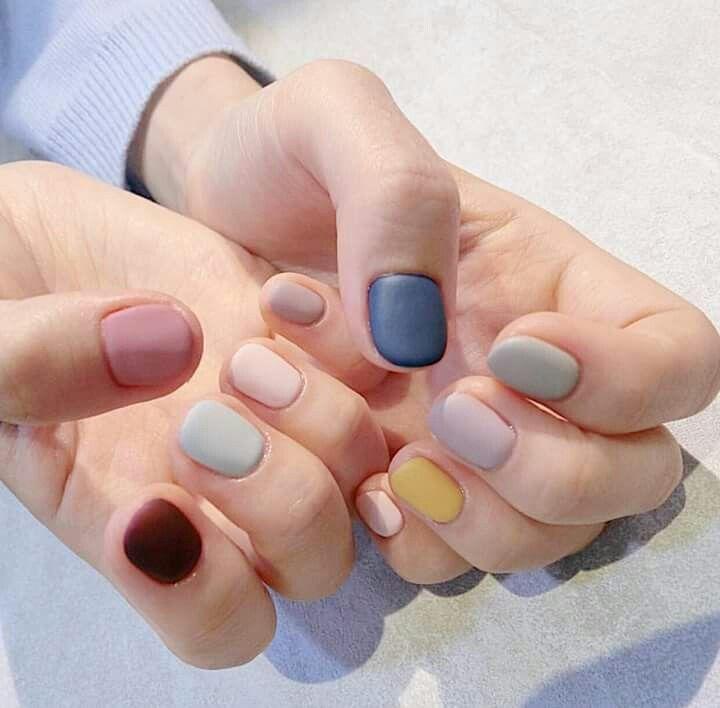 Multicolored Pastel Matte Manicure