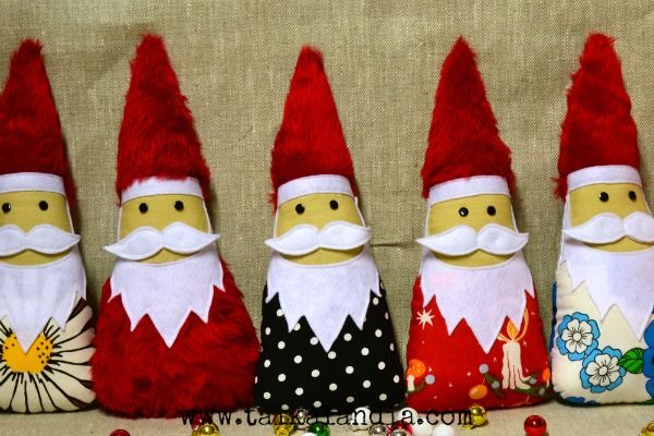 Handmade Christmas gnomes from upcycled fabrics. Cute decor for your home in christmas time #handmadegnomes #tomte #christmasgnomes #tonttu #santaclaus #nisse #christmasdecor #gnomesofties