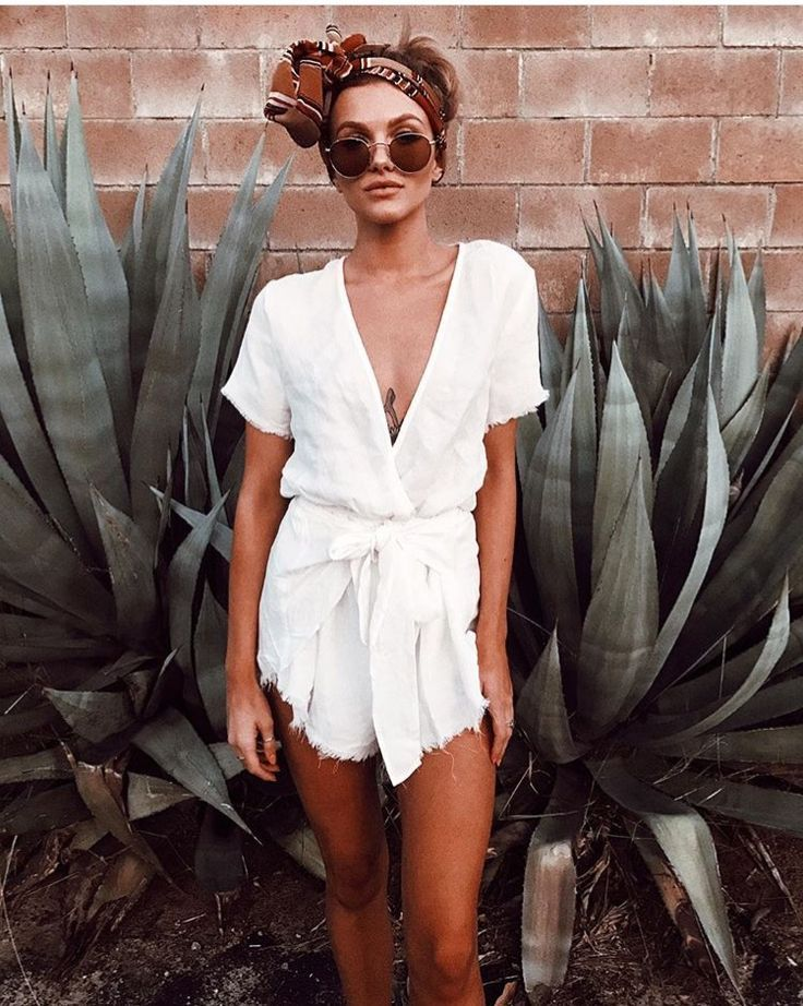 Super cute summer fashion - that head scarf is lush ♥ | Stunning and stylish outfit ideas from Zefinka.com for fashionable women.