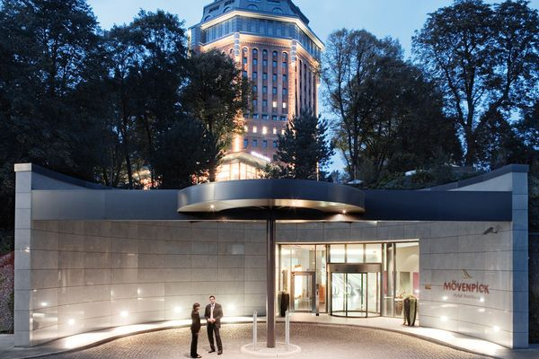 Mövenpick Hotel Hamburg | 4 Sterne Hotel im Wasserturm Hamburg
