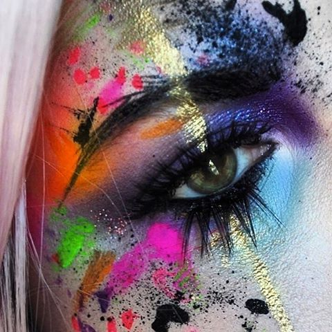 WEBSTA @ pixieplastic - Throwback to my favorite eye look ever. For an Avant Garde makeup theme. #eotd #motd #avantgarde #paintsplatter #mehron #suvabeauty @sugarpill #jeffreestarcosmetics #katvondbeauty #urbandecay