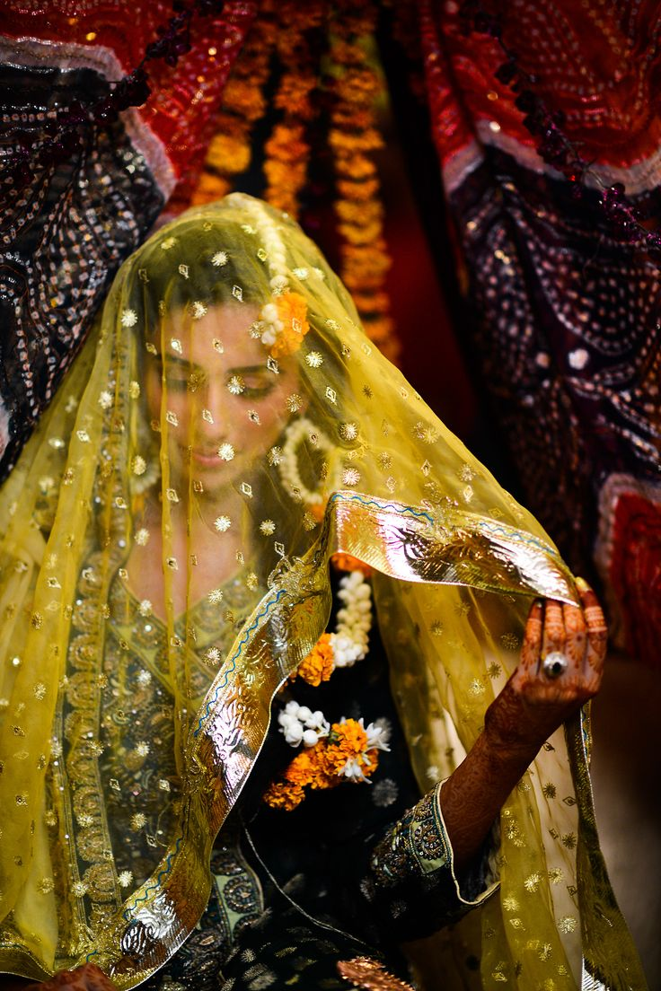 Beautiful Pakistani bride - Mehndi Celebration