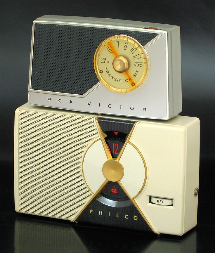More 1st gen transistor radios! From a site that shows the first transistor radios of all the major brands, www.ericwrobbel.com/collections/transistor-radios.htm