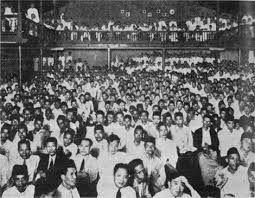 De belangrijke mensen in Indonesie kwamen allemaal bij elkaar en gingen bedenken hoe ze in opstand zou kunnen komen en hun doel was om uiteindelijk onafhankelijk te worden.