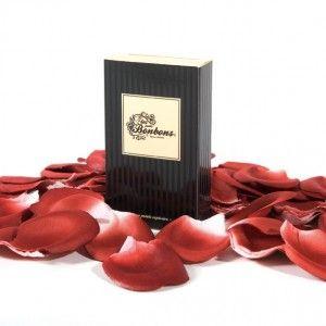 Płatki róż jako pomysł na prezent erotyczny do nabycia w Sexshop112.pl http://sexshop112.pl/30-pomysl-na-prezent-erotyczny