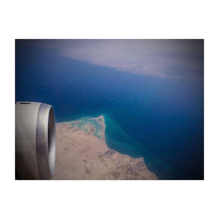 The #red #sea #egypt #etihad #etihadairways #ipad #ipadair #ipadphoto #andreaturno #flying #skyscape @andreaturno #desert view #squaready