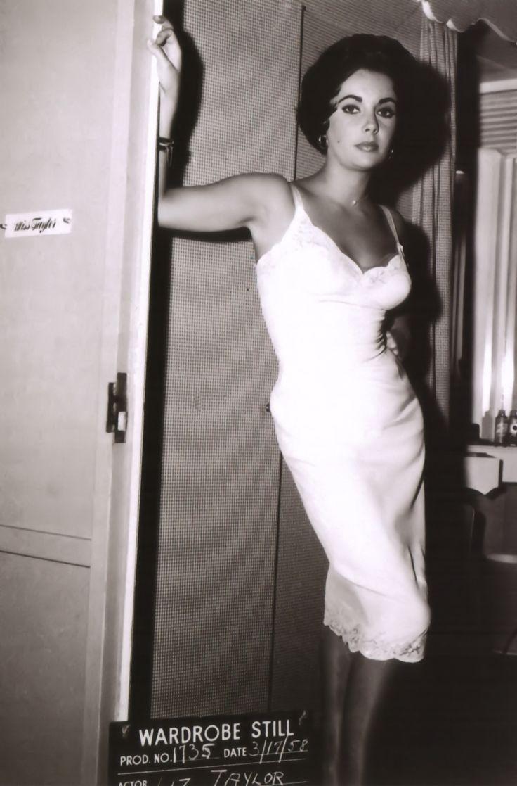 Liz.: Cats, Elizabeth Taylor, Tins, Elizabethtaylor, Wardrobe, Taylors