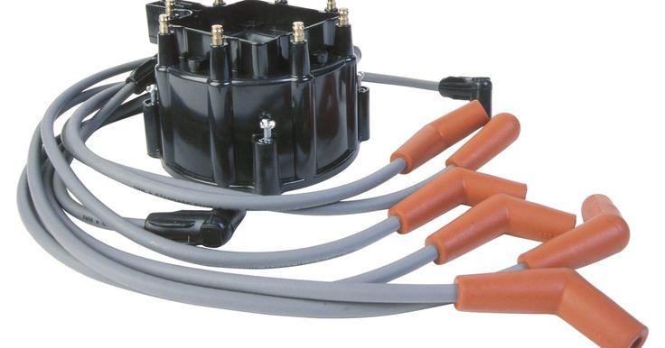 Cómo conectar un distribuidor en un Ford 351. El patrón de cableado correcto de un distribuidor del motor Ford 351 es esencial para que tenga una ignición apropiada. Los cables deben ser dirigidos desde los puestos de distribución de contacto a sus respectivas bujías sin recubrimiento, lo que puede causar fuego cruzado. Los resultados de fuego cruzado se producen por el campo magnético cuando ...