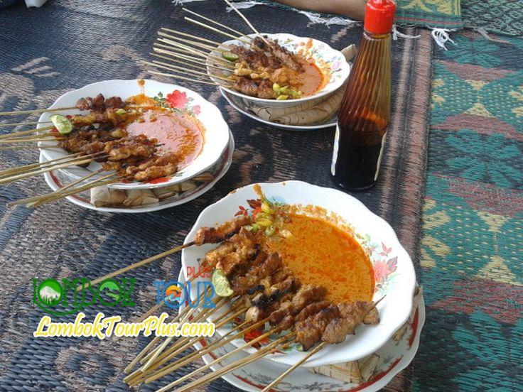 Sate ini tidak hanya di buat dari daging ayam saja, namun sate ini di buat dari daging kambing dan sapi juga, yuuk cobain masakan khas lombok yang 1 ini di jamin tidak akan mengecewakan :)