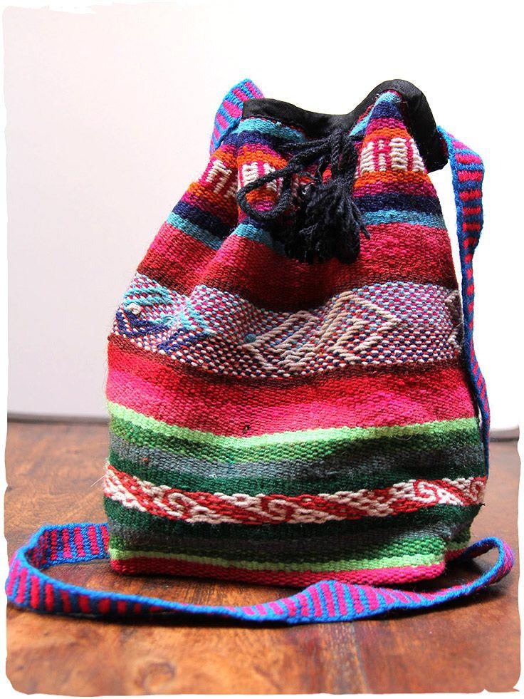 borsa in tessuto etnico Lilou  borsa con tracolla, chiusura con stringa. Il tessuto di questa borsa è di manta originale peruviana di Cuzco