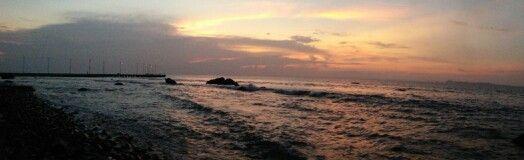 Senja di Pantai Anyer Serang